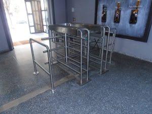 Doppeldrehkreuz im Eingangsbereich auf Fertigfußboden
