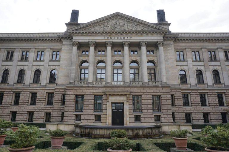 Bundesrat Tür Einbruch- und Durschusshemmung Ansicht außen