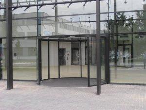Zentrum-für-Photovoltaik- Ganzglas Unterflur-Bogenschiebetür