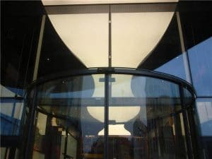 Unterflur-Bogenschiebetür Detail Glasdeckel
