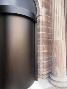Karusselltür Einbruchhemmung mit Bronze Eloxal Nachtverschluss