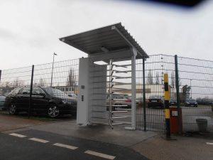 Portaldrehkreuz im Außenbereich mit Dach und Kartenleser Dunlop Fürstenwalde