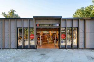 Doppel-Schwenktür Edelstahl Zoo Shop Ausgang