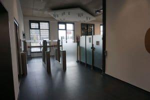 Zalando Berlin Sensorschleuse als barrierfreier Ein- und Ausgang