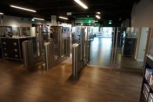 Spionagemuseum Berlin hohe Sensorschleuse als Ausgang