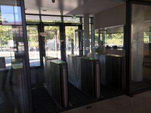 Robert-Koch-Institut Berlin Speegate zur Absicherung des Zugangs eines Bürogebäudes