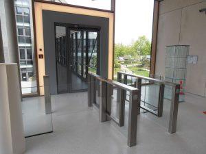 Zugang Sensorschleuse mit Edelstahl und Glas