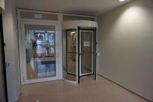 Bundesministerium Berlin Zugangskontrolle mit Drehkreuz und Fluchttür
