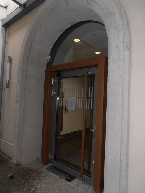 Einbruchhemmende Durchschusshemmende Tür