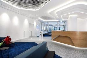 Ideal Foyer mit Schwenktür Übersteigschutz Standsäule