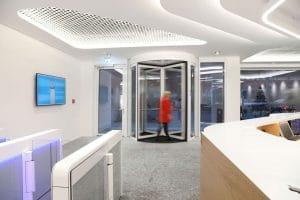 Ideal Foyer mit Sensorschleuse Argus 80 und Karusselltür
