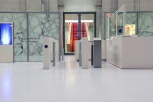 Staatsbibliothek kontrollierter Zugang mit Sensorschleuse und Dreiarmdrehsperre